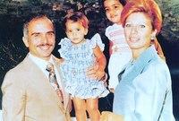 صورة مع أبنائهما