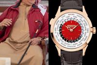 أما ملك البحرين الملك حمد بن عيسى آل خليفة فيمتلك ساعة من طراز patekphilippe World Time 5230R-011