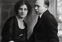 انتقلت جولدا إلى مدينة تل أبيب في عام 1924 وعملت في مختلف المهن بين اتّحاد التجارة ومكتب الخدمة المدنية قبل أن يتمّ انتخابها في الكنيست الإسرائيلي في عام 1949