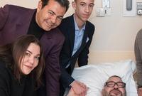 صورة يظهر فيها ولي العهد بجانب والده ملك المغرب محمد السادس في أزمته الصحية الأخيرة
