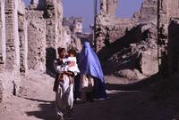 سيطرت حركة طالبان على الحكم بأفغانستان عام 1996 وتمكنت من حكمها حتى 2001 بعد إطاحة القوات الأمريكية بها بعد اندلاع الحرب الأفغانية لتترك أفغانستان عما هي عليه اليوم حيث صراع مستمر بين الحكومة الأفغانية الحليفة لأمريكا وبين مؤيدي حركة طالبان