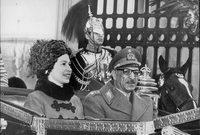 ملك أفغانستان محمد ظاهر شاه مع ملكة إنجلترا الشابة آنذاك إليزابيث الثانية