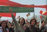 كما كانت التظاهرات مسموحة في ظل العهد الملكي حيث كان يسمح النظام بالحركات السياسية والفكرية المختلفة ومنحهم الحرية في التظاهرات وإبداء أصواتهم بالأشكال المختلفة وهو الشيء الذي لا يمكن رؤيته الآن في أفغانستان