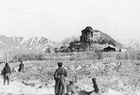تحولت أفغانستان إلى جمهورية عام 1973 بعد انقلاب عسكري على الملك محمد ظاهر شاه من قبل ابن عمه 1973  محمد داود ليستولي على الحكم ويعلن قيام جمهورية افغانستان قبل أن تندلع الحرب الأفغانية السوفيتية بين أعوام 1979-1989