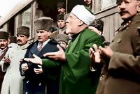 عام 1925.. أغلق التكايا والزوايا، ثم في العام الذي يليه أصدر قرار ارتداء قبعة الرأس بدلا من الطربوش والعمامة