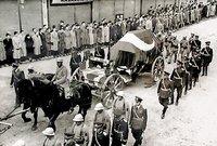 ولم تنفع الأدوية والعلاجات الطبية معه، ومات في إسطنبول عام 1938 وتم تشييع جنازته في أنقرة في موكبٍ كبير
