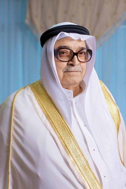 ولد صالح عبد كامل عام 1941 في مكة المكرمة بالمملكة العربية السعودية، والده كان يعمل مديراً عاماً لديوان مجلس الوزراء