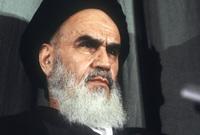 لأب يعد أحد علماء فقه الشيعة، ويعمل في الحوزة العلمية الشيعية