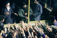 أصبح روح الله الخميني المرشد الأعلى للبلاد في الفترة من (1979-1989)