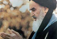 كان الخميني مرجعا دينيا في الشيعة الإثنا عشرية، وهو مجتهد أو فقيه (درجة بمثابة خبير في الشريعة الإسلامية)