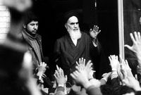 ودعا صراحة إلى تغيير نظام الحكم الإمبراطوري واستبداله بنظام يستند إلى قواعد الإسلام الشيعي.
