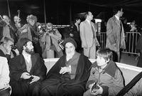 """بعدها بـ 19 سنة، بدأ الصدام العنيف مع الشاه بعد أن اعترض على إصدار لائحة """"مجالس الأقاليم والمدن"""""""