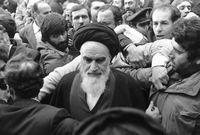 وفي الليلة نفسها قُبض عليه وتم ترحيله مكبلا إلى طهران، وقامت بعدها انتفاضة واسعة احتجاجا على اعتقاله