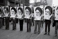 وتعتبر جنازته أكبر جنازة على مستوى إيران، وله ضريح معروف في مكان دفنه بالقرب من مقبرة تسمى بجنة الزهراء