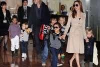 لدى أنجلينا سبعة أولاد منهم أربعة أولاد بالتبني ولها من براد بيت ثلاثة أطفال ولدين وبنت