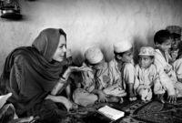 صور لأنجلينا جولي أثناء مساعدتها الفقراء