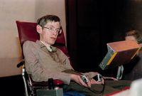 لكن بعد أن فقد القدرة الكلية في التحكم بجسده تم تطوير جهاز حساس يعوضه عن استخدام أصابعه.