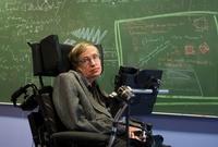 حصل خلال مسيرته العلمية على عشرات الجوائز منها 12 جائزة تصنف كأكبر الجوائز العلمية في العالم، لكنه لم يحصل على جائزة نوبل