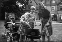 أنجب الثنائي ثلاثة أطفال هم روبرت عام 1967، ولوسي عام 1970، وتيموثي عام 1979.