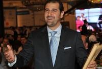 يمتد نفوذ رامي مخلوف لعدد كبير من القطاعات داخل سوريا، أولها استثماراته في القطاع السياحي، حيث يمتلك مخلوف معظم أسهم شركة «شام القابضة» والمتخصصه في مجال المطاعم والسياحة الفاخرة بالإضافة لامتلاكه شركة «المدائن» وهي إحدى الشركات الهامة في هذا القطاع