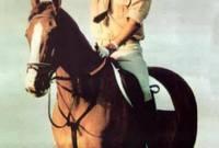 هذا التدريب جعله مهتمًا على نحو خاص برياضة الفروسية حتى أصبح أحد أبطالها واهتم برعاية هذه الرياضة في سوريا رعاية كبيرة