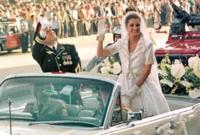 حيث تجوّل العروسان في موكب ملكي كبير