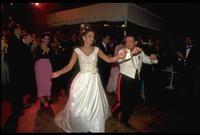رقصة العروسان