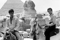 عاش رحلة من الفقر والعوز حتى أنه عاش فترة في رباط خيري هو وشقيقه بمنحة من الملك فيصل بن عبد العزيز 1