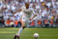 لعب زيدان بعد ذلك عدة مباريات مع المنتخب الفرنسي كان له إنجازات واضحة خلالها وقاد منتخبه للفوز بعدة مباريات