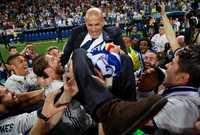 وحصل زيدان على عدة جوائز منها: أفضل لاعب في العالم ثلاث مرات أعوام 1998، 2000 و2003 و الحذاء الذهبي في نهائيات كأس العالم 2006