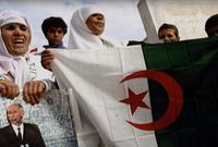 لقبه الشارع الجزائري بالسي الطيب الوطني وكان محبوبًا للغاية من الشعب الجزائري