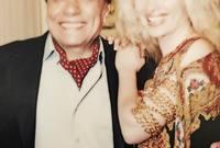 قبل ذلك بعام واحد، جائت نيكول سابا فرصة التمثيل أمام النجم عادل إمام في فيلم «التجربة الدنماركية»، وقد جائتها الفرصة بترشيح من الزعيم بعد أن رأى صورتها على أحد المجلات ورأى أن ملامحها الأجنبية تتناسب مع شخصيتها في الفيلم