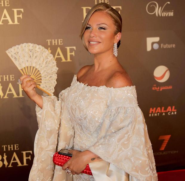 نيكول سابا، مغنية وممثلة لبنانية تبلغ 46 عامًا، ولدت نيكول في مدينة بيروت اللبنانية في يوم 26 يونيو ولديها أخت واحدة تدعى نادين