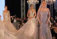 انتشرت صور الفستان على نطاق واسع بسبب القيمة الضخمة للفستان ولكن تم التوضيح فيما بعد أن الفساتين لا تباع بكل الألماس والذي يزيد من ثمن الفساتين، وإنما توضع في العروض الخاصة من قبل الرعاة للإعلان عن منتجاتهم