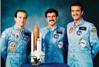 وكان قد تقرر أن يكون من طاقم الرحلة رائد فضاء عربي، ولقد وقع الاختيار على الأمير رائد الفضاء سلطان بن سلمان للمشاركة في الرحلة الفضائية