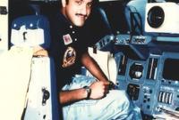 يحمل أيضًا الرقم القياسي لكونه أصغر شخص يسافر على متن مكوك فضاء، بعمر 28 سنة فقط، ويعد أخصائي حمولة ضمن رحلة ديسكفريّ بصفة رائد فضاء في عام 1985م