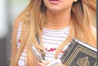 صورتها وهي تحمل القرآن