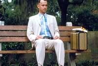 """ثم قدم """"هانكس"""" واحد من أجمل أفلامه وهو فيلم """"Forrest Gump"""" عام 1994 وحقق هذا الفيلم نجاحًا كبيرًا"""