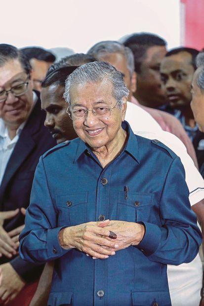 ولد مهاتير محمد في 10 يوليو 1925، ونشأ في ضاحية فقيرة في أحد المدن في ماليزيا