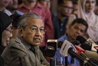 يعتبر مهاتير محمد أول رئيس وزراء لماليزيا من عائلة متواضعة اجتماعيًا، حيث أن جميع من سبقوه كانوا أعضاءً في العائلة الملكية