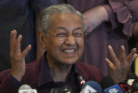 كان لمهاتير أثر كبير على الاقتصاد والثقافة وإدارة الحكم، حيث فاز بالانتخابات 5 مرات متتالية واستمر في الحكم لمدة 22 عامًا، وهي أطول فترة حكم قضاها رئيس وزراء في ماليزيا