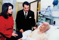 توفي في 6 أبريل 2000 منع بن علي  نقل جنازته مباشرة على التلفزيون، كمارفض عرض شريط فيديو يروي حياته ورفض حضور وسائل الإعلام الأجنبية وشخصيات عالمية كانت مقربة من بورقيبة مراسم الجنازة