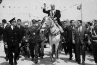 ألغيت الملكية وتم اختيار الحبيب بورقيبة أول رئيس للجمهورية في يوليو 1957