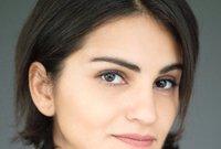 ولدت في الرياض وانتقلت إلى الولايات المتحدة الأمريكية لدراسة التمثيل عام 1998