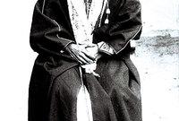 نشأت في كنف والدها الأمير عبد الرحمن بن فيصل آل سعود الذي كان يحكم الدولة السعودية الثانية حتى عام 1891 بعد انتزاع الملك منهم من قِبل آل رشيد لتستقر مع والدها وشقيقها عبد العزيز في الكويت