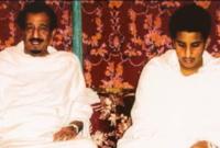لقطة نادرة لولي العهد الأمير محمد بن سلمان بملابس الاحرام بجانب والده
