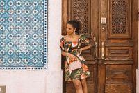 ناديا حسن، مدونة إماراتية الجنسية تعيش في دبي، درست التسويق ولكنها تميزت في مجال الموضة بإسلوبها الذي يجمع بين الأزياء الشرقية والغربية معًا