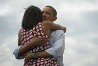 كانت زوجته ميشيل أوباما من أنجح وأشهر سيدات أمريكا الأولى خلال فترة حكمه وكانت السيدة الأولى الأكثر شعبية منذ جاكلين كينيدي زوجة الرئيس الأمريكي الراحل جون كينيدي حيث كانت حاضرة بقوة في المشهد الاجتماعي والسياسي الأمريكي