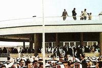 """ليعلن أمام رجال الإعلام عن قيام الاتحاد، ورفع علم الدولة في قصر الضيافة بدبي الذي يعرف اليوم بـ """"بيت الاتحاد"""""""