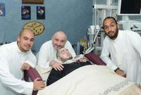 الأمير النائم قام بإجراء عدة عمليات جراحية لكن لم تنجح أحدها في إفاقته حتى الآن
